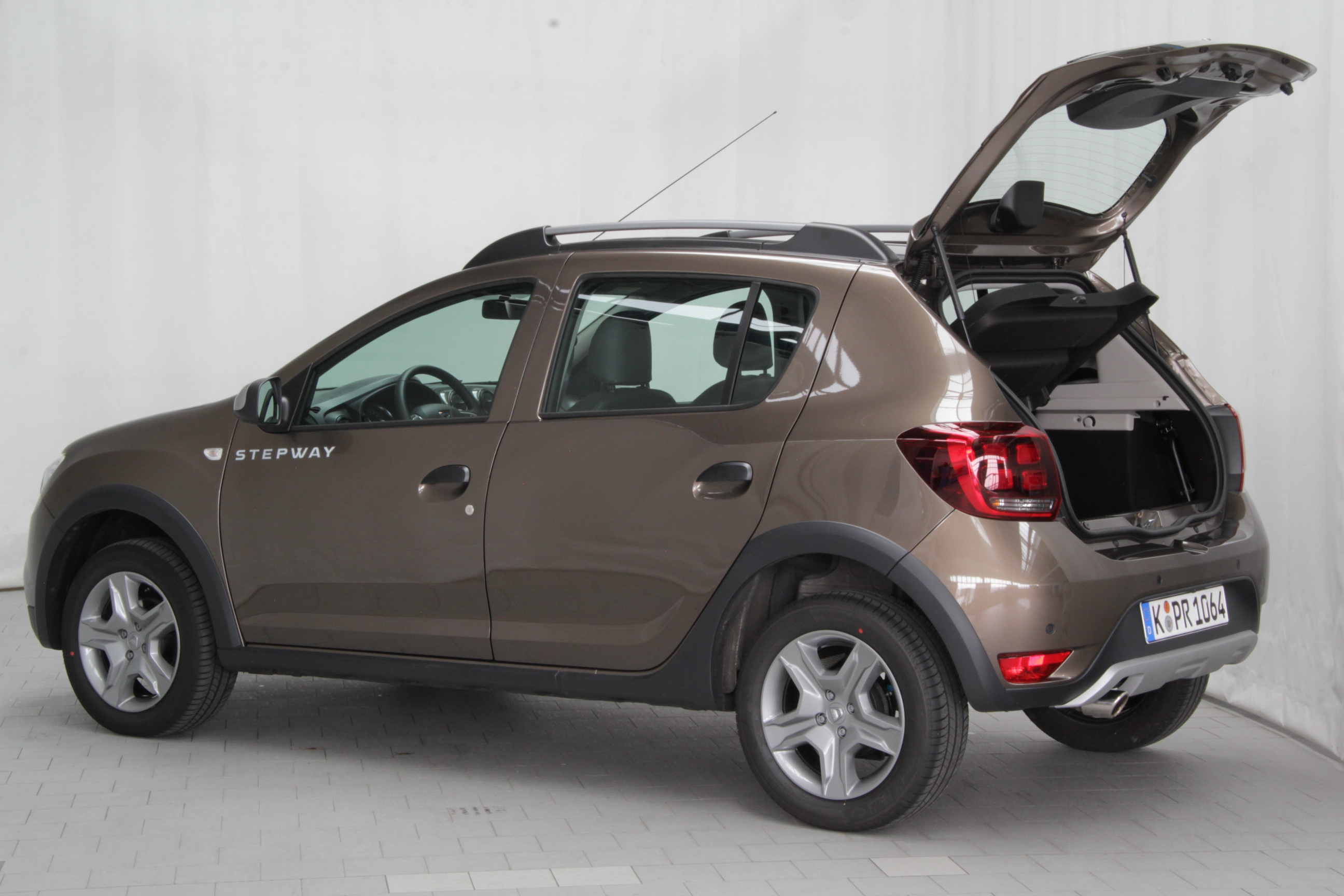 dacia sandero test prijzen en specificaties. Black Bedroom Furniture Sets. Home Design Ideas